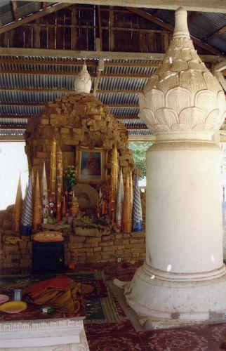 Chao Phone Samet, reliquary stupa, Don Daeng, Champassak